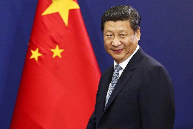 Xi-Jinping-drapeau-chinois-640x427