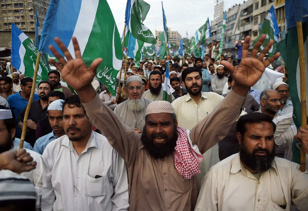Manifestation-islamistes-Karachi-1er-mars-2016-pour-denoncer-execution-leurs-Mumtaz-Qadri_1_1400_961